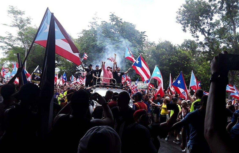 Des manifestants célèbrent la démission du gouverneur Ricardo Rosselo le 25 juillet 2019.